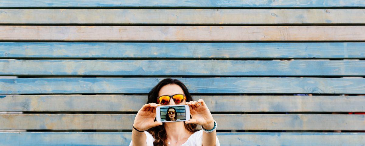 Selfie, Fotos, Handy, Cellphone, Leben, Weiterleben, Gesicht, Lächeln, Konzentration